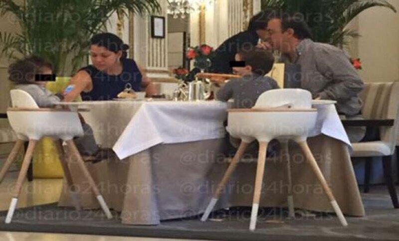 Hace un par de días medios mexicanos afirmaron que el político se encuentra viviendo en la ciudad del amor, junto con su esposa Rosalinda Bueso y sus dos hijos. Él afirma que estuvo de visita.
