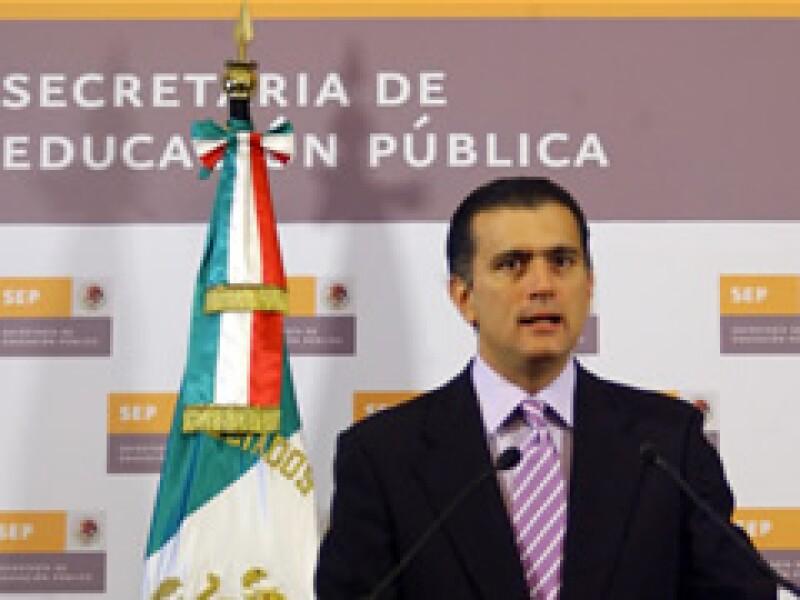 El Secretario Alonso Lujambio informó que con los ajustes se pretende coadyuvar a reactivar los sectores afectados por la contingencia sanitaria. (Foto: Notimex)