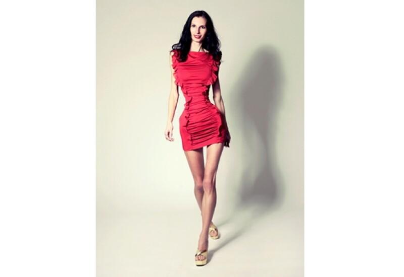 Ioana Spangenberg, de 30 años, ha llamado la atención alrededor del mundo pues su cintura mide apenas 50 centímetros.