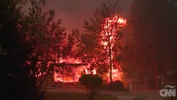 Un incendio forestal se expande sin control en el norte de California