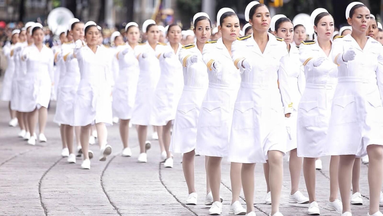 Enfermeras de las fuerzas armadas también hicieron acto de presencia en el desfile
