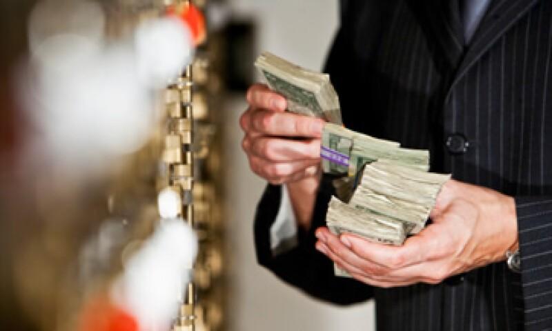Hacienda estima que hay 320,000 personas físicas y morales que realizan actividades consideradas como vulnerables al lavado de dinero. (Foto: Getty Images)