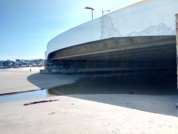 Canal en playa de Acapulco