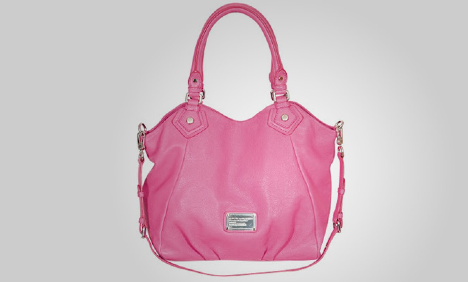 El tono rosa se mantiene con una tendencia para algunos accesorios.