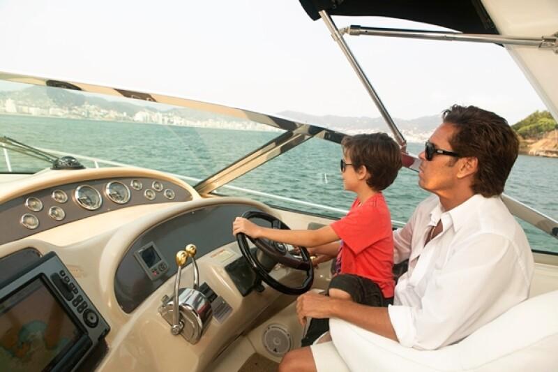 Roberto compartió que a su hijo y a él les gusta salir en yate y hablar de coches.