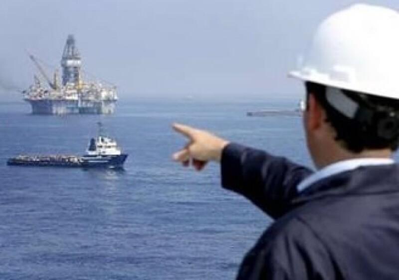 Las perforaciones en mar adentro servirán para cubrir las necesidades de corto plazo de EU. (Foto: Reuters)