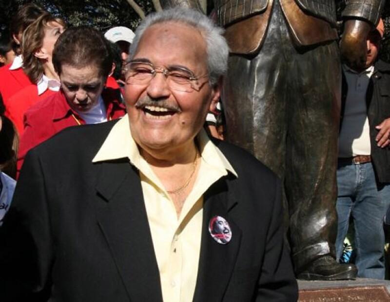 Tras más de 15 días de hospitalización, el comediante mexicano falleció esta tarde.