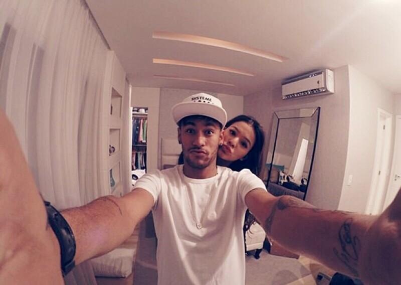 La también actriz brasileña tiene en su Instagram algunas románticas fotos con el jugador.