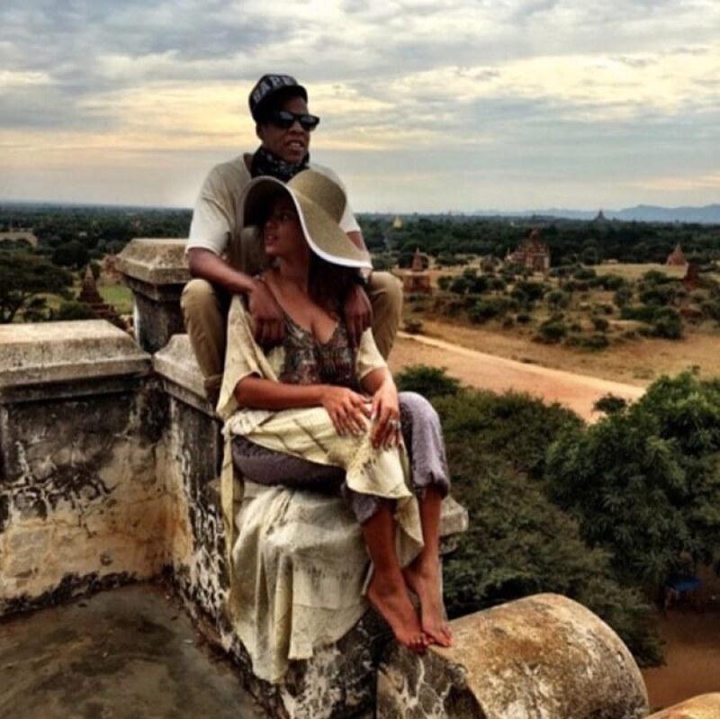 Jay - Z compartió esta foto en su cuenta de Instagram, en lo que parece ser la parte exterior del templo Angkor Wat, en Cambodia.