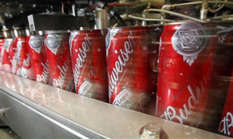 Anheuser-Busch InBev es fabricante de marcas como Budweiser. (Foto: AP)