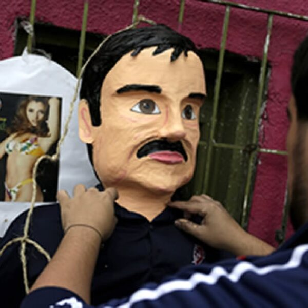Las piñatas con la forma de Joaquín Guzmán Loera son una moda para las fiestas.