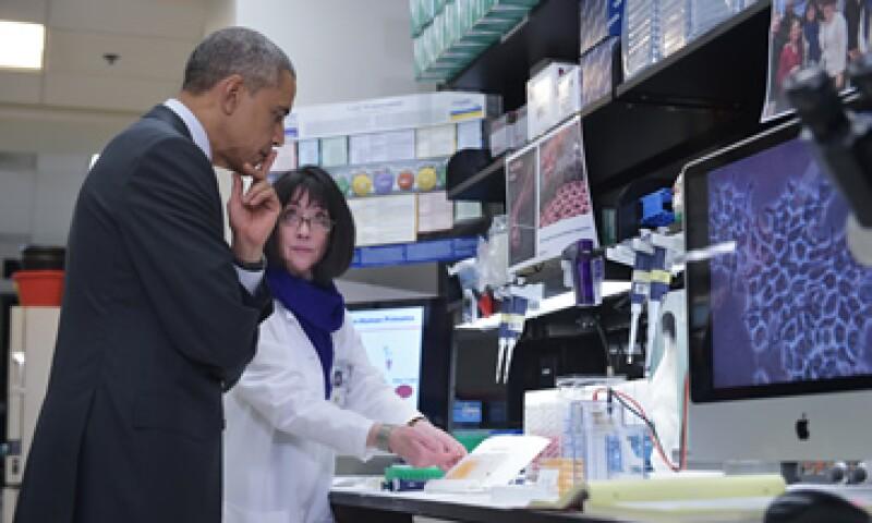 Obama visitó instalaciones de institutos de salud en EU. (Foto: AFP )