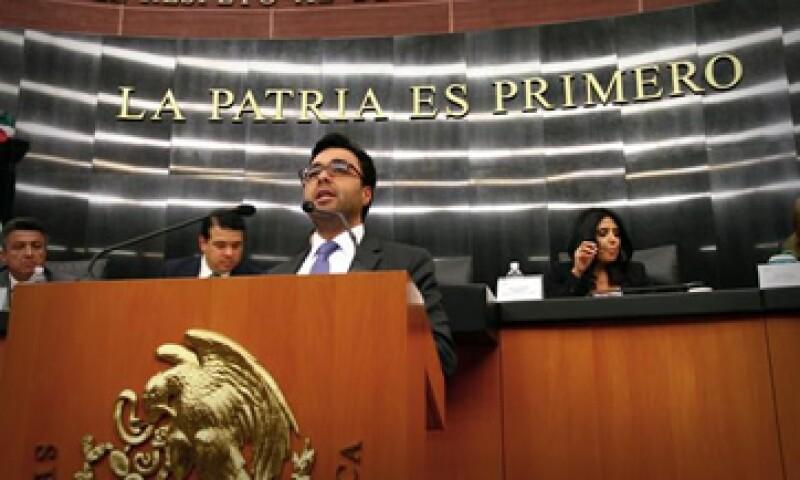 El presidente del IFT, Gabriel Contreras, encabezó la comparecencia de los comisionados en el Senado. (Foto: Tomada de @IFT_MX )