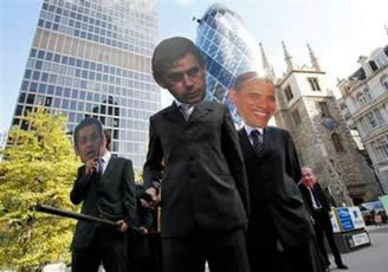 Manifestantes protestan durante la reunión de ministros de finanzas del G20 en Londres. (Foto: Reuters)
