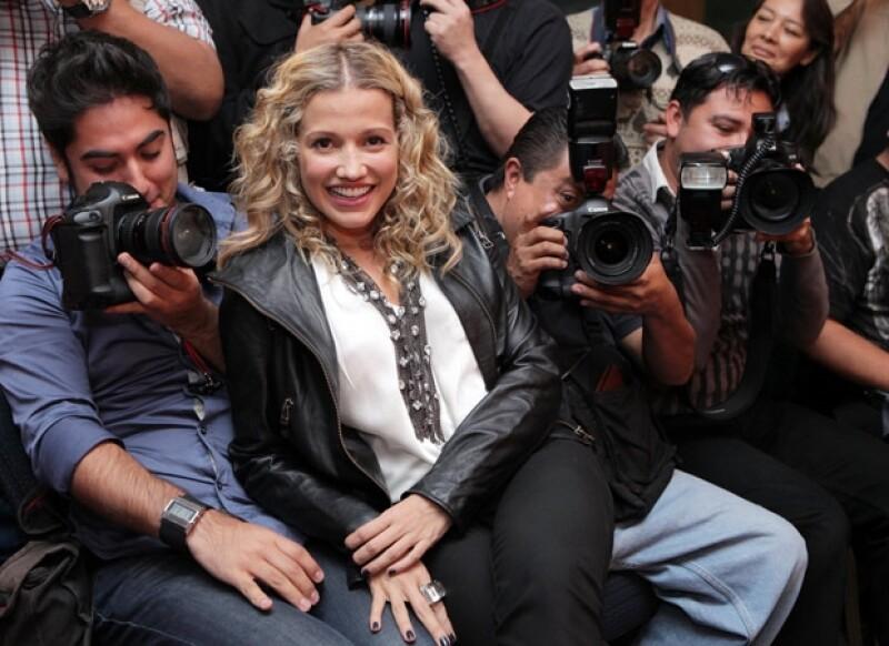 La artista colombiana convivió con la prensa de espectáculos, al término de su conferencia de prensa.