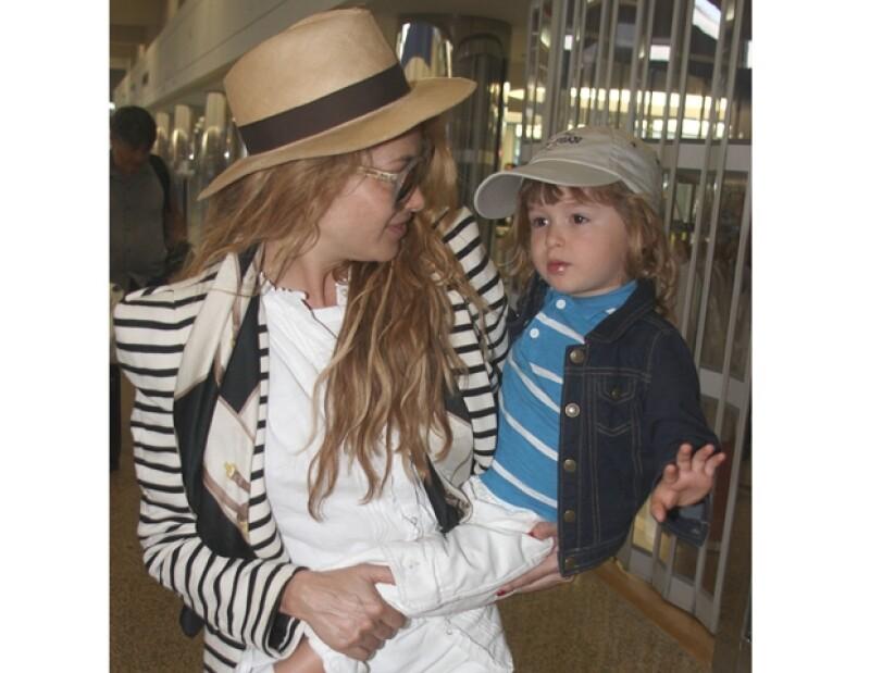 El pequeño Nicolás acompaña a su mamá a sus compromisos de trabajo.