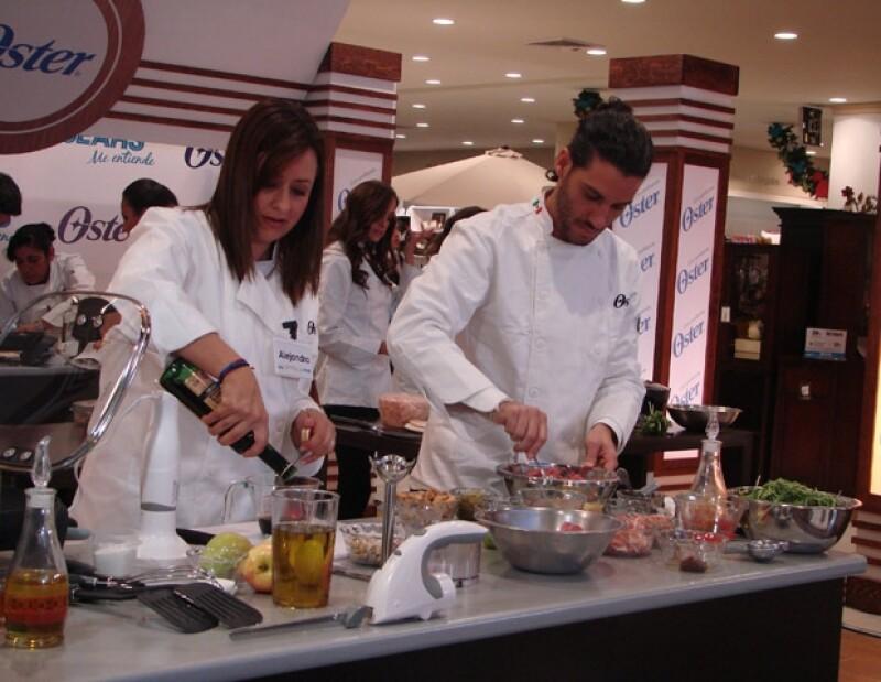 """El actor fue el ayudante de Alejandra Maldonado, quien ganó el concurso """"Cocinando con las Estrellas"""" de SEARS."""