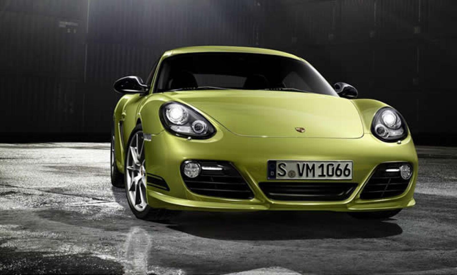 Con un peso de sólo 1,225 kilos, los ingenieros de Porsche han sido capaces de bajar la relación peso/potencia del coupé hasta los 3.9 kilos por caballo de fuerza.