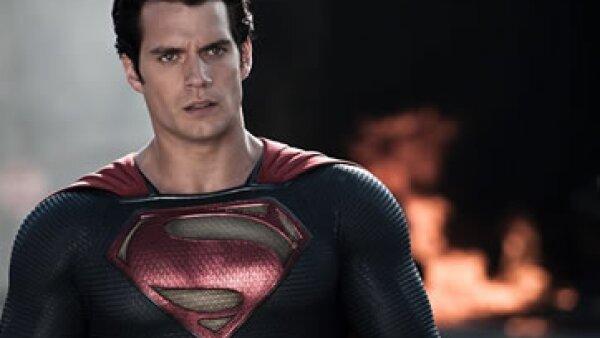 El británico Henry Cavill interpreta a Superman. (Foto: Facebook/ManofSteel )
