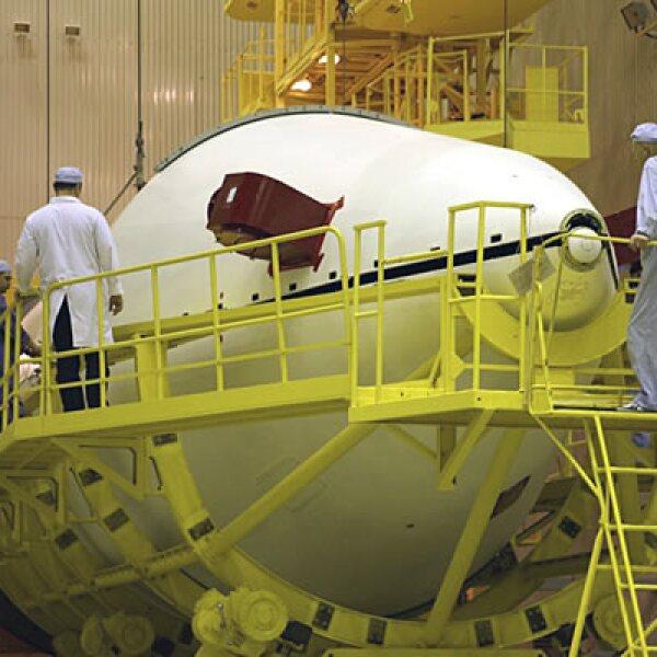 El costo de fabricación del satélite fue de 300 mdd y el de lanzamiento fue de 90 mdd.