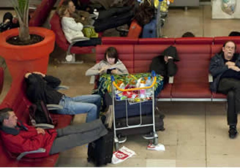 Hasta el domingo se mantenía la parálisis aérea en los aeropuertos europeos. (Foto: Reuters)