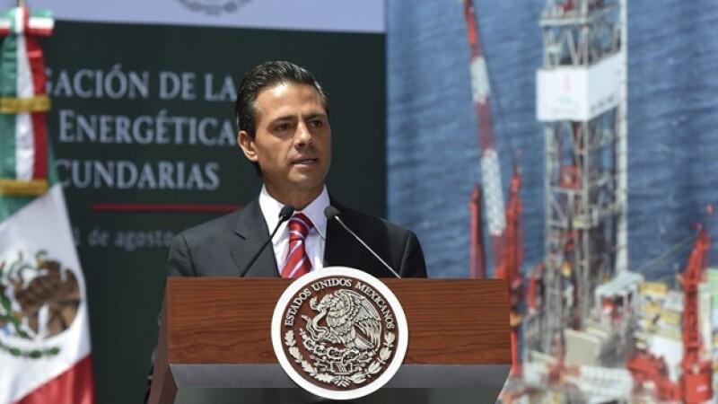 El presidente de México Enrique Peña Nieto en Los Pinos al promulgar la reforma energética
