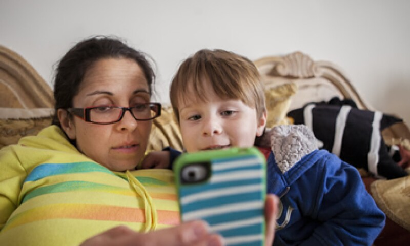 Los teléfonos inteligentes se han vuelto imprescindibles entre muchos niños y adolescentes.  (Foto: Getty Images)