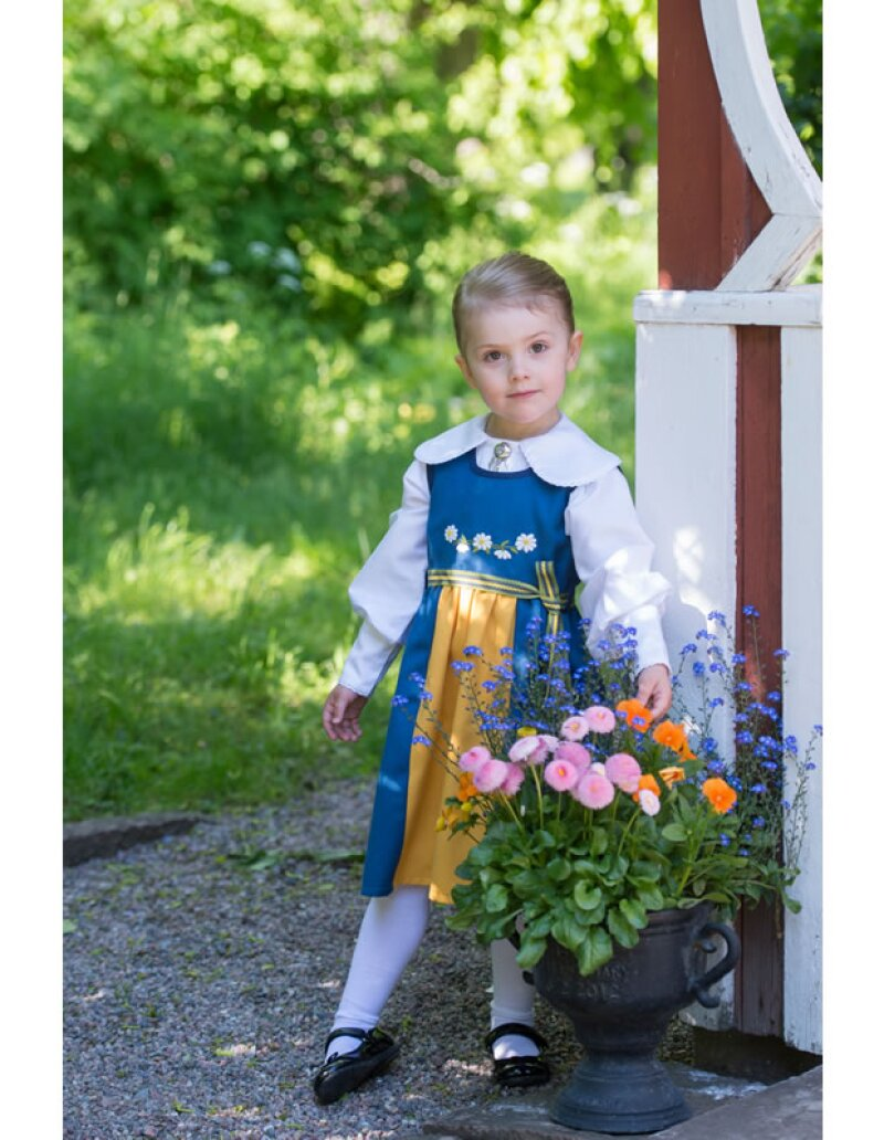 Estelle, hija de la Princesa Victoria de Suecia, llevará los anillos en la boda de su tío Carlos   Felipe con Sofía Hellqvist este fin de semana.