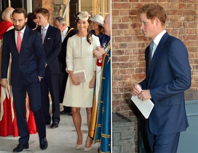 No hubo un código de vestimenta, sin embargo, hubieron dos colores que dominaron entre los 23 invitados al bautizo del príncipe George.