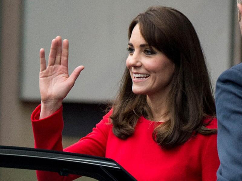 """La forma de saludar de la duquesa se ha vuelto una característica en ella e incluso ha sido denominada como """"The Kate Wave""""."""