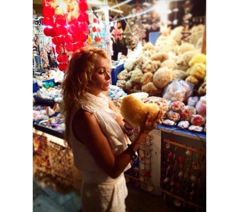 `Comprando esponjas del mar mediterráneo, uno de mis favoritos´, expresó Paulina.