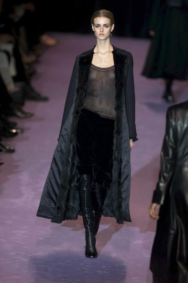 THE TOM FORD DESIGNS FOR THE YVES SAINT LAURENT RIVE GAUCHE AUTUMN/WINTER COLLECTION 2001, PARIS FASHION WEEK, FRANCE