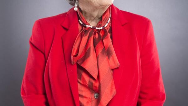 """Visitamos a la exitosa escritora en su casa en la Ciudad de México, donde nos compartió sus valores, nos confesó a qué mujeres admira y nos habló de su nueva novela """"Dos veces única""""."""