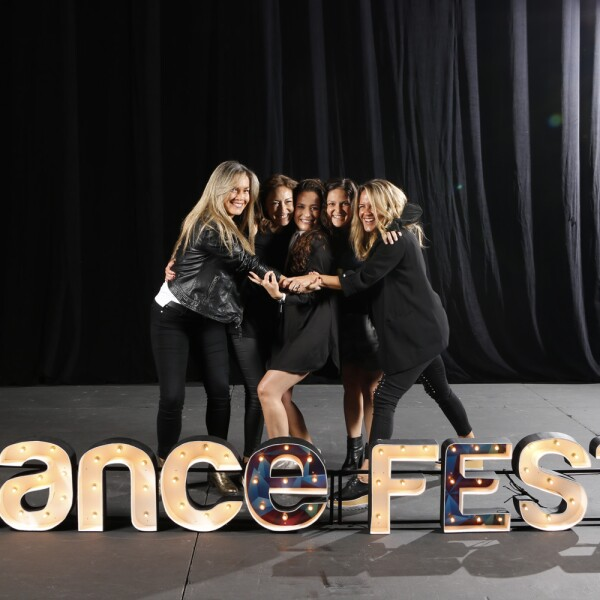 AMIGASVDANZA.MOTION.DANCEFORCE.jpg