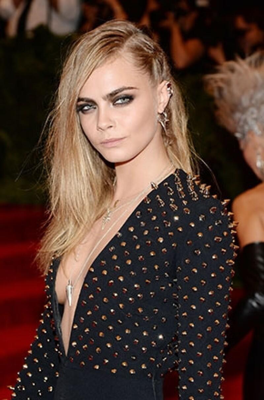La modelo ha ofrecido un concierto en un pequeño bar de Nueva York, donde interpretó una selección de temas propios combinados con versiones de otros artistas.
