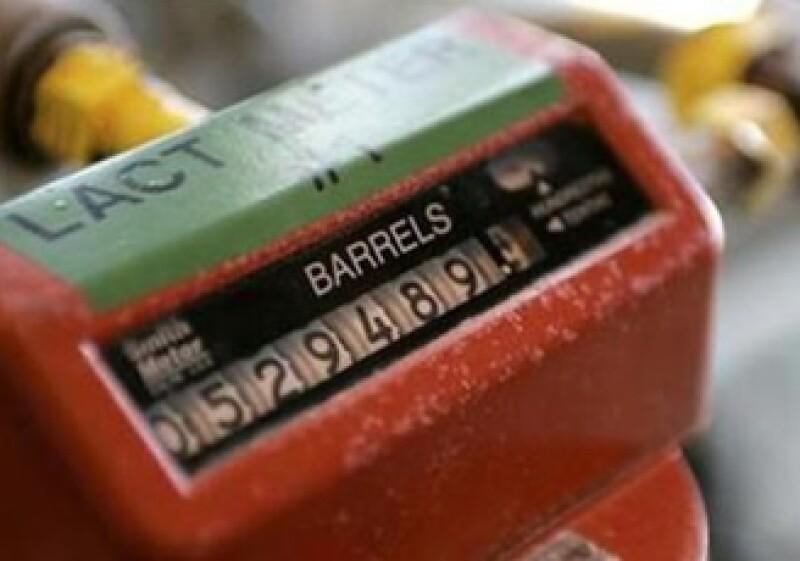 Mucha oferta y poca demanda podrían generar una tendencia a la baja. Aquí, un medidor de barriles de petróleo en una plataforma de Chevron en el Golfo de México. (Foto: Reuters)