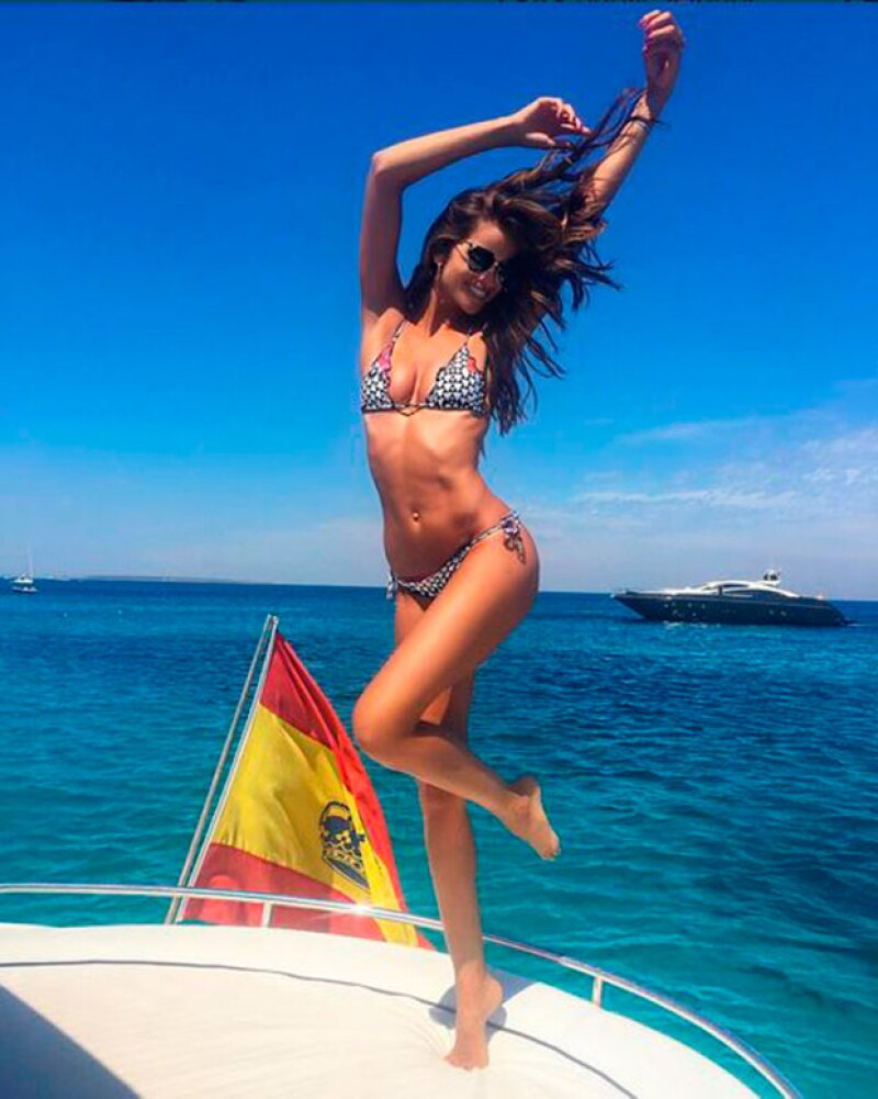 Izabel presumió orgullosa su figura de modelo en Ibiza.
