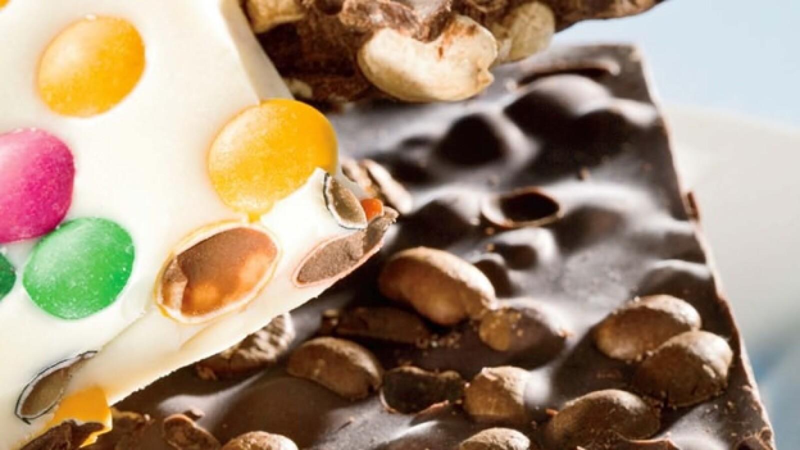 Crackers es la presentación en bruto de una barra de chocolate. Una porción de chocolate macizo con inifitas combinaciones inscrustadas. Tip: Acompáñalos con un espresso.