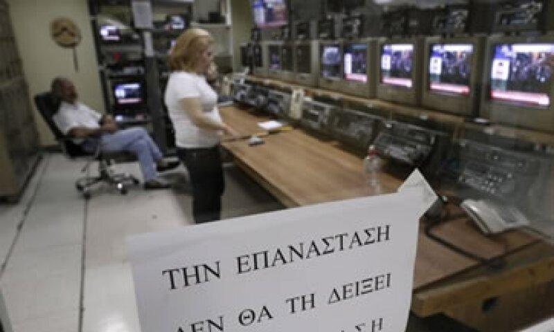 El cierre de la TV estatal griega implica el despido de 2,600 trabajadores.  (Foto: Reuters)