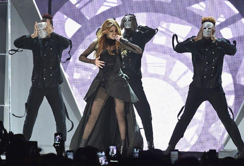 La cantante dedicó un emotivo mensaje y una canción a Christina Grimmie, quien fue asesinada el viernes durante una firma de autógrafos.
