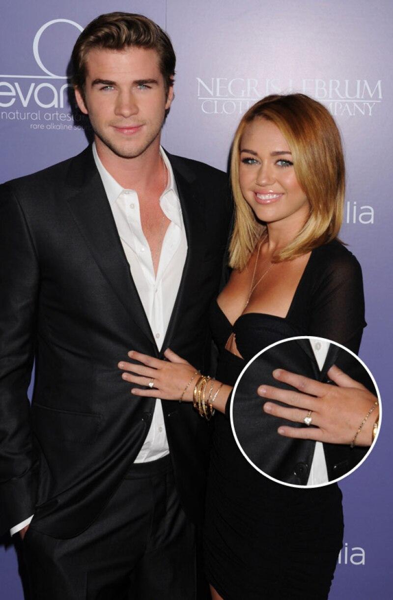 En el pasado Miley portaba con este anillo con mucho orgullo.