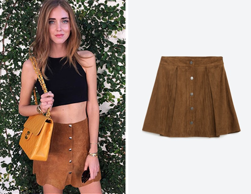 Chiara Ferragni levantó el look con una bolsa Chanel oversize en color mostaza.
