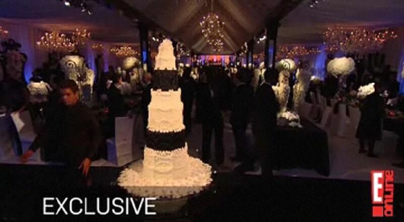 El pastel midió dos metros y estuvo acorde a los colores de la fiesta.