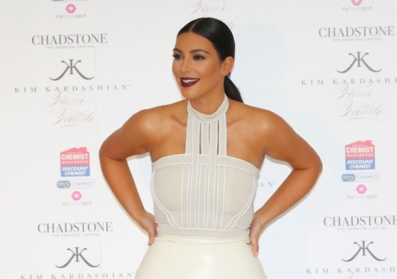 Kim viajó a Dubai para promocionar su nueva fragancia Fleur Fatale.