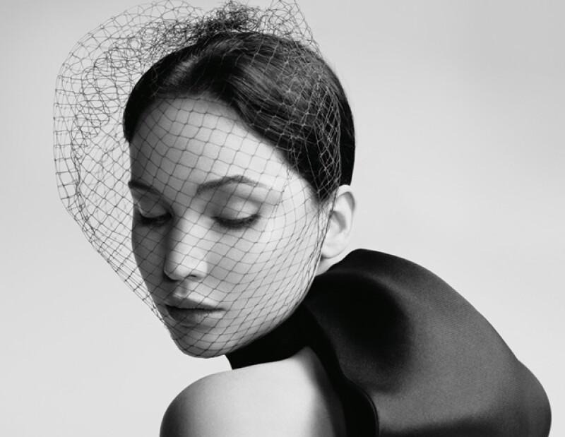 La estrella de la noche de los Premios de la Academia, sorprende con una elegante campaña para la firma Dior.