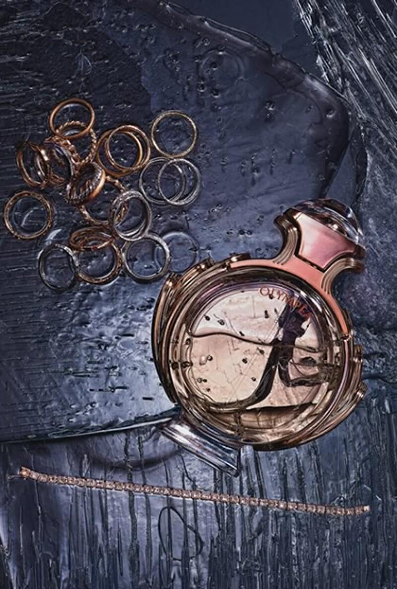 Joyería de Pomellato y Tiffany & Co. Perfume de Paco Rabanne.