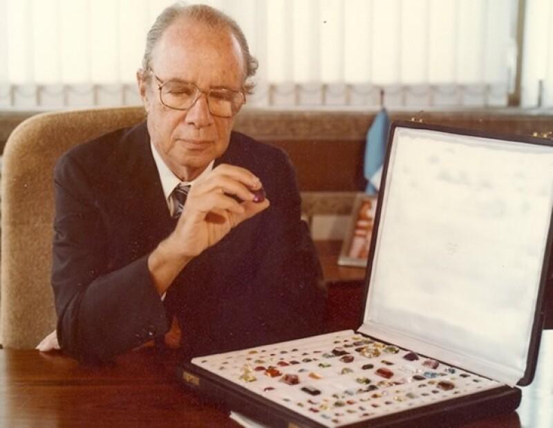 Hans Stern elevó el valor de gemas como el tomacio imperial y la turmalina.