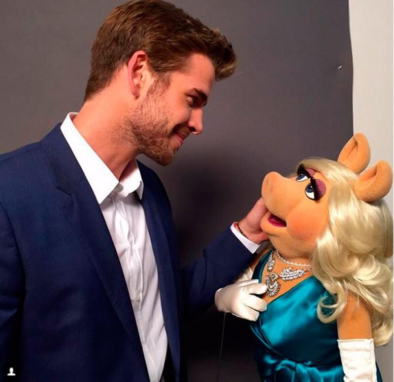 El actor presumió en su nueva red social su encuentro con la guapa cerdita, a quien conoció en la grabación de The Muppets, que se estrenará el próximo septiembre.