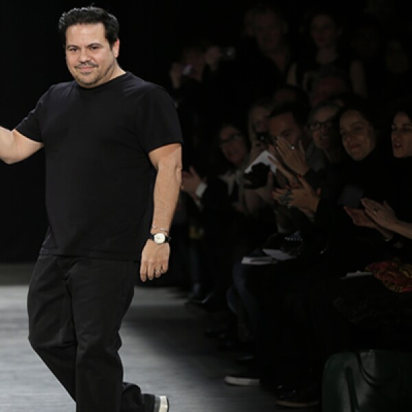 El diseñador de ascendencia cubana, Narciso Rodríguez, dijo estar a favor de una temporada en negros.