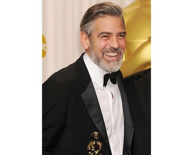 El guapo actor tiene la manía de usar solo una vez sus calcetines, para después donarlos a un refugio para personas sin hogar en Los Ángeles, por lo que diario estrena esta sencilla prenda.